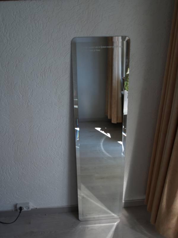 Halspiegel met tekst op maat gemaakte spiegel van 136 x 34 cm for Ronde spiegel op maat